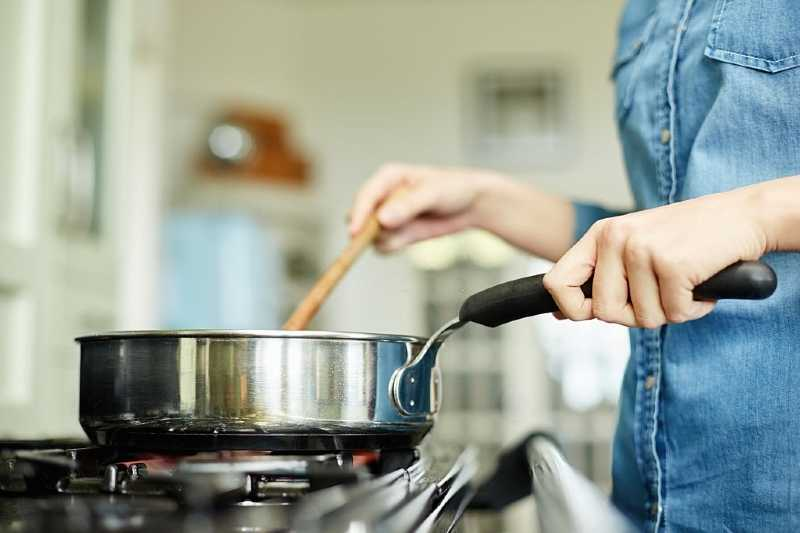 Can you put a stainless steel pan in the oven